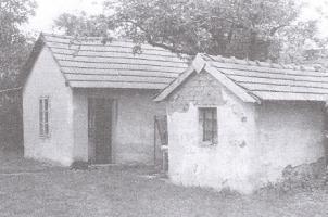 Hospodárske budovy v osade Kolónia